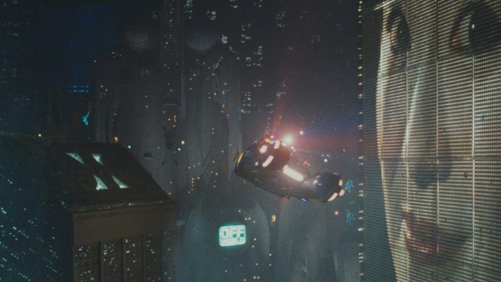 escena del coche volador en blade runner